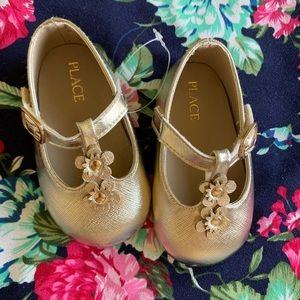 Other - Gold baby shoes